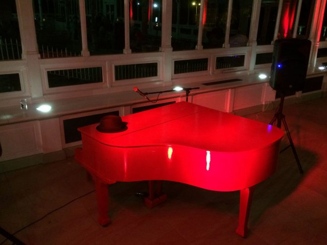 Liverpool_Red_piano_party